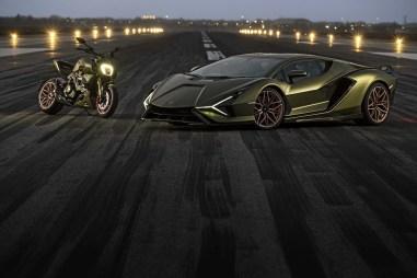 2021-Ducati-Diavel-1260-Lamborghini-55