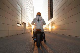BMW-Motorrad-Definition-CE-04-05