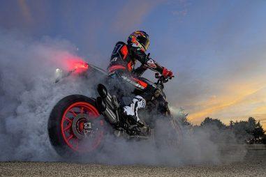 2021-Ducati-Monster-Plus-46