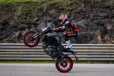 2021-Ducati-Monster-Plus-68