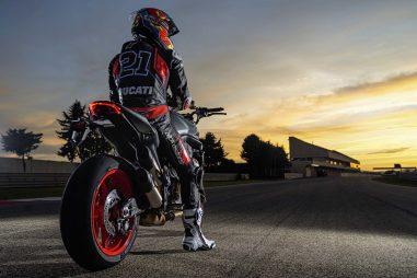 2021-Ducati-Monster-Plus-78