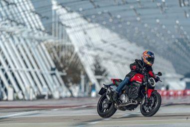 2021-Ducati-Monster-Plus-79