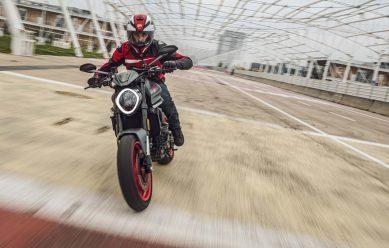 2021-Ducati-Monster-Plus-89