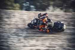 2021-KTM-1290-Super-Adventure-S-02