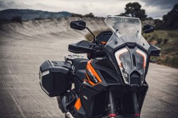 2021-KTM-1290-Super-Adventure-S-05