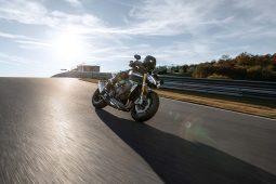 2021-Triumph-Speed-Triple-1200-RS-21