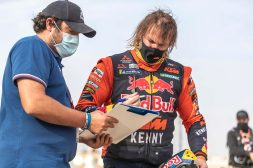 Toby-Price-Zip-tie-Dakar-Rally-KTM-06