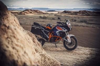 2021-KTM-1290-Super-Adventure-R-06
