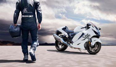 2022-Suzuki-Hayabusa-action-11