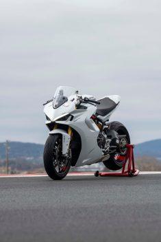 2021-Ducati-SuperSport-950-33