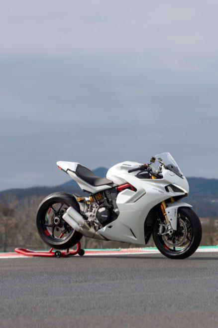 2021-Ducati-SuperSport-950-43