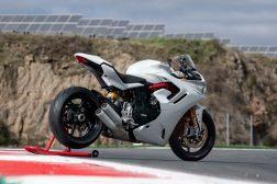 2021-Ducati-SuperSport-950-45