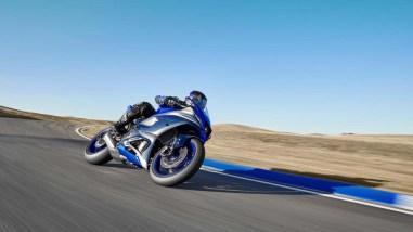 2022-Yamaha-YZF-R7-europe-07