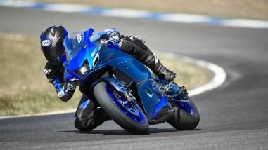 2022-Yamaha-YZF-R7-europe-18