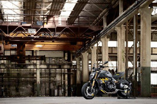 Ducati-Diavel-1260-S-Black-and-Steel-01
