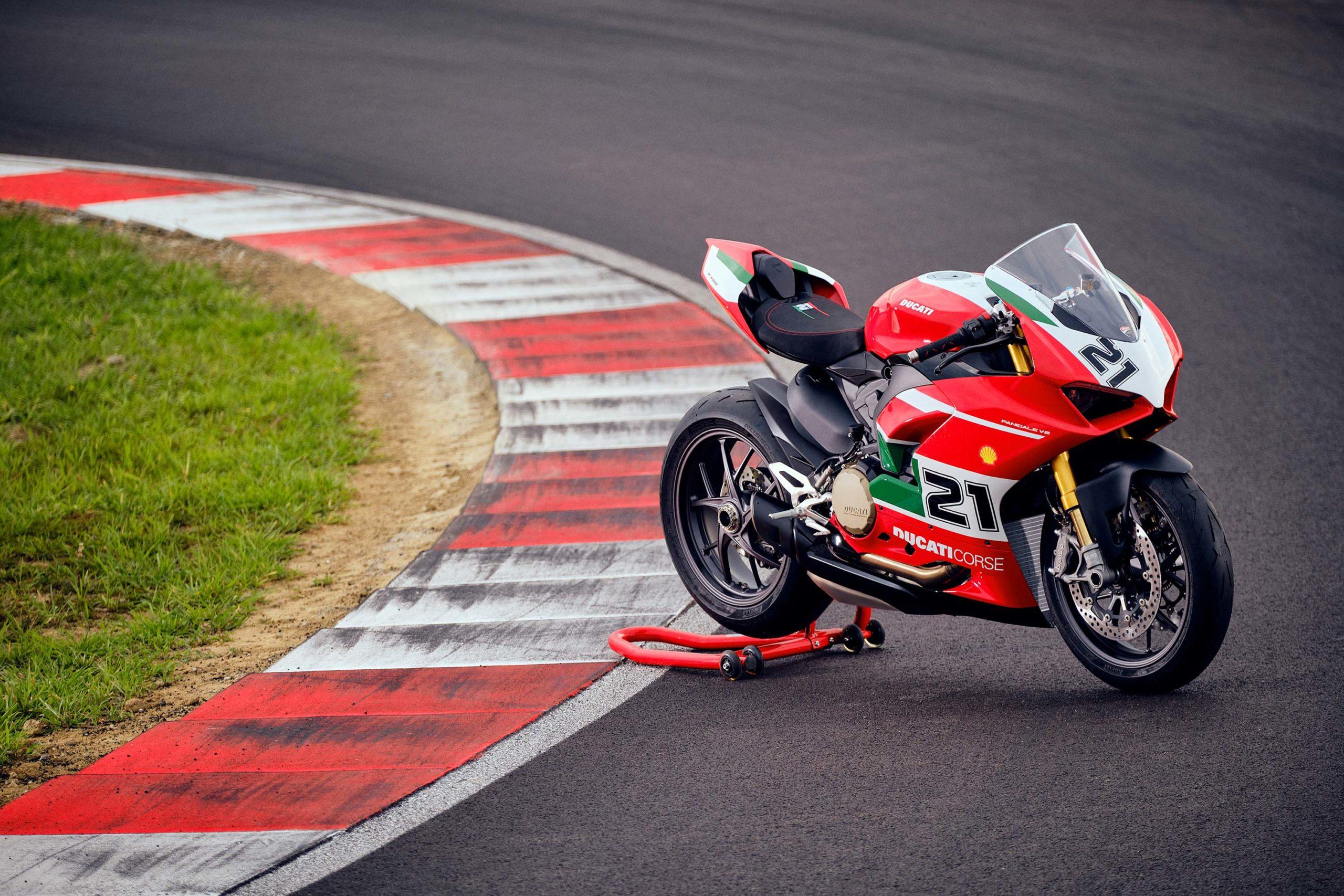 Ducati-Panigale-V4-Troy-Bayliss-57-scale