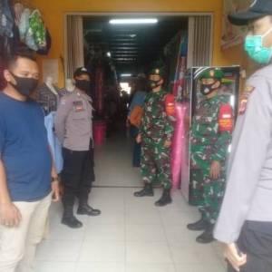 Jajaran Koramil Serta Jajaran Polsek Nanggung Perketat Pelaksanaan Protokol Kesehatan di Pasar Raya Nanggung