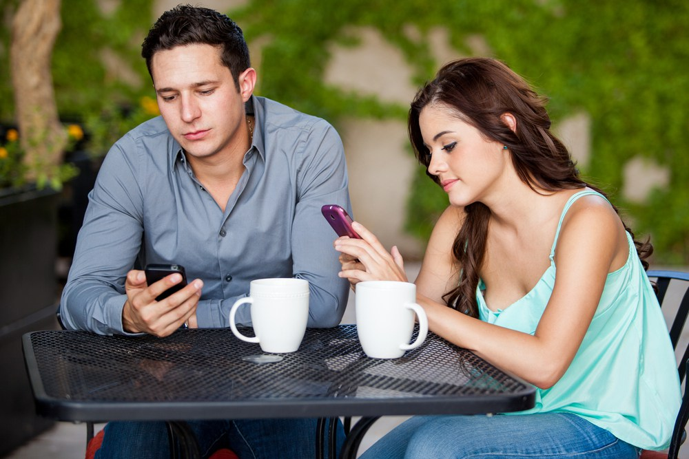 4 Ways Your Cell Phone Might Be Making You Ugly