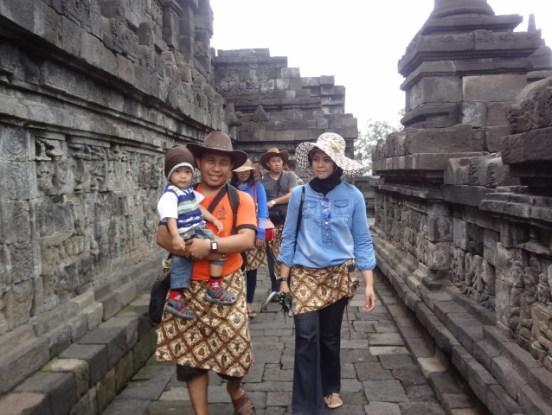 Bara, Papa dan Mama di Candi Borobudur