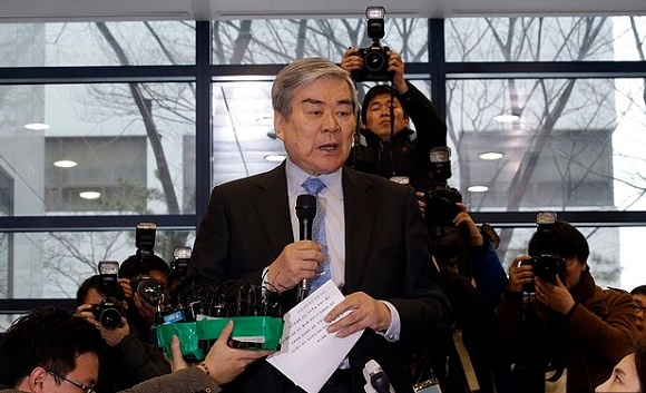 Presiden Direktur Korean Air, Cho Yang-Ho ketika menyampaikan pernyataan pers Korean Air