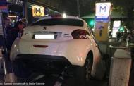فرنسا : سيدة تقود سيارتها في مدخل محطة مترو ظنا منها أنه موقف للسيارات