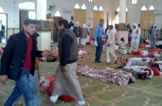 235 قتيلا بهجوم على مسجد في شمال سيناء والسيسي يعلن الحداد (فيديو+صور)