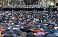 صلاة العيد تجمع ملايين المسلمين حول العالم
