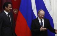 أمير قطر يتسلم راية رمزية من بوتين لتنظيم مونديال 2022