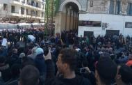 آلاف الجزائريون يتظاهرون احتجاجا على ترشح بوتفليقة