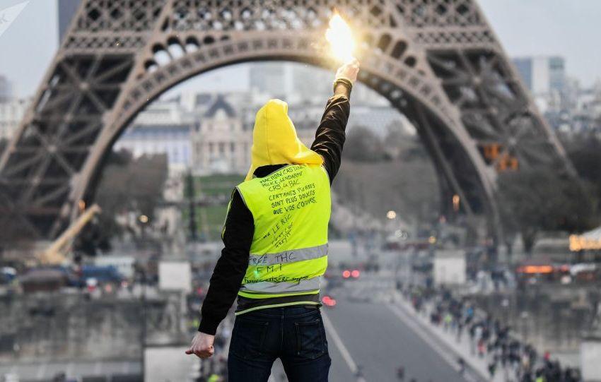 السترات الصفراء تعود إلى باريس