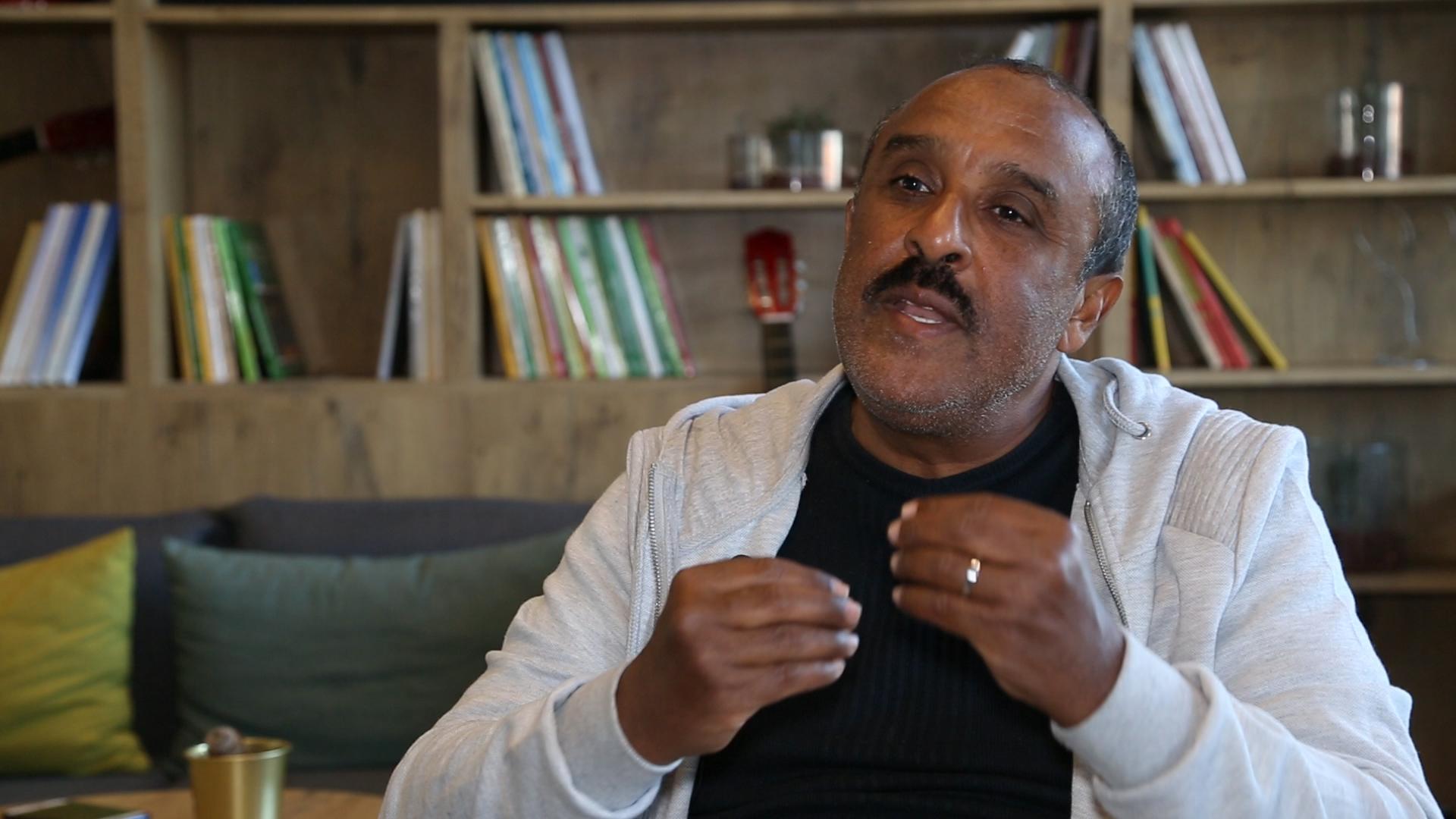 بالفيديو... سعيد الناصري يوجه رسالة مؤثرة للمغاربة بعد إصابة شقيقه بفيروس