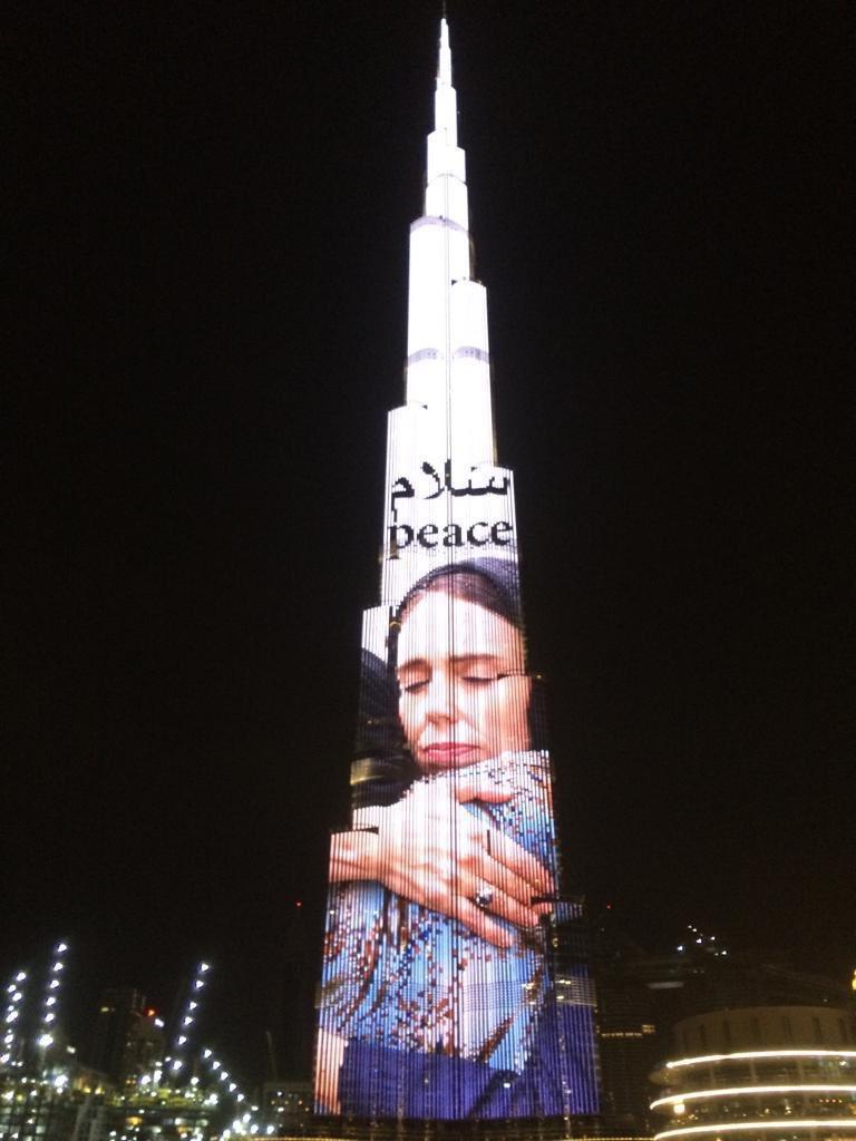 برج خليفة يجذب أنظار العالم بصورة رئيسة وزراء نيوزيلندا