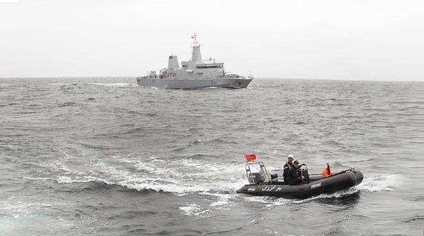 البحرية الملكية تحتجز قاربا محملا بالمخدرات و