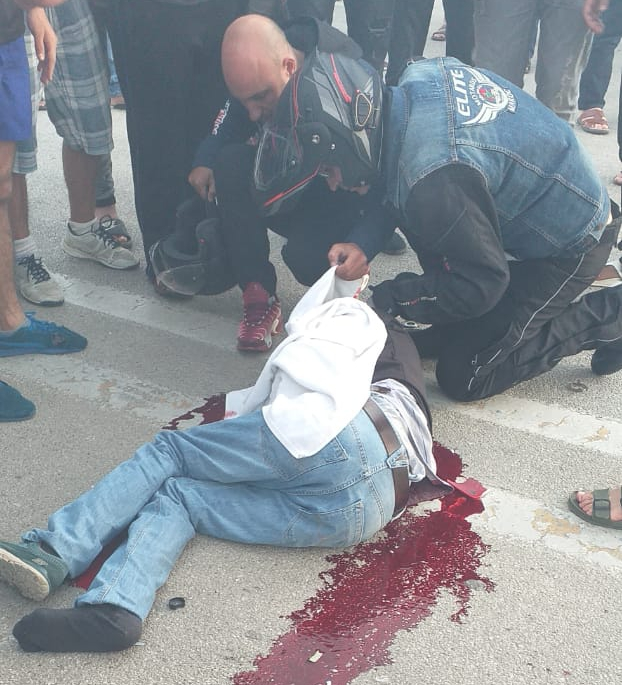 شاهد لحظة وقوع حادث الدراجات بمنطقة آشقار التي وأودت بحياة شخص وإصابة آخرين