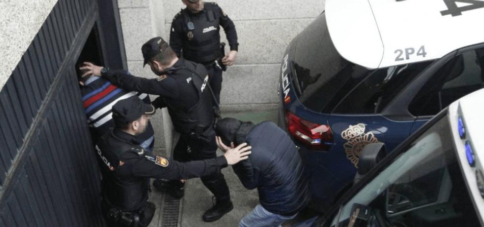 توقيف شخصين من ممتهني التهريب بباب سبتة المحتلة حاولا الإعتداء على شرطي