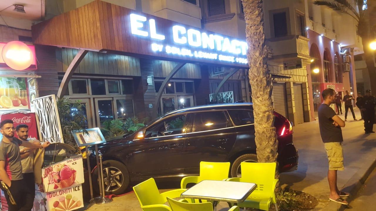 مخمور يقتحم حانة ليلية بسيارته في كورنيش طنجة