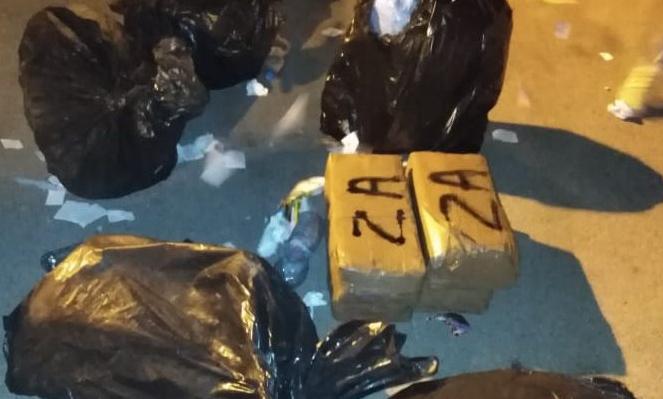توقيف سائق شاحنة لنقل النفايات ومساعده حاولا تهريب كمية كبيرة من المخدرات عبر ميناء طتجة المتوسط
