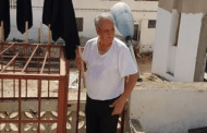 عيد الأضحى.. الزفزافي الأب يرفع الأعلام السوداء فوق سطح منزله