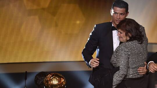 رونالدو يمنع والدته من مشاهدة مبارياته