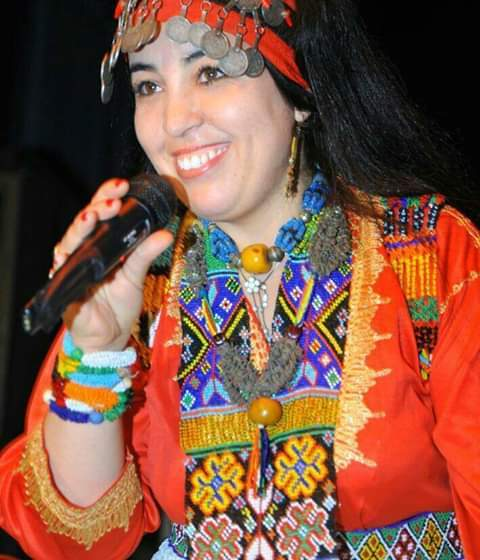 """الفنانة الأمازيغية """"فاطمة تيليلا""""…""""الفنان لايمكنه أن يضمن قوت يومه من هذه المهنة"""""""
