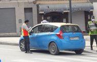 توزيع كمامات على سائقي سيارات الأجرة بالحسيمة للحد من تفشي وباء