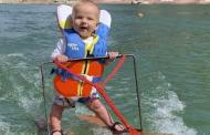 رضيع أميركي ..أصغر متزلج على الماء