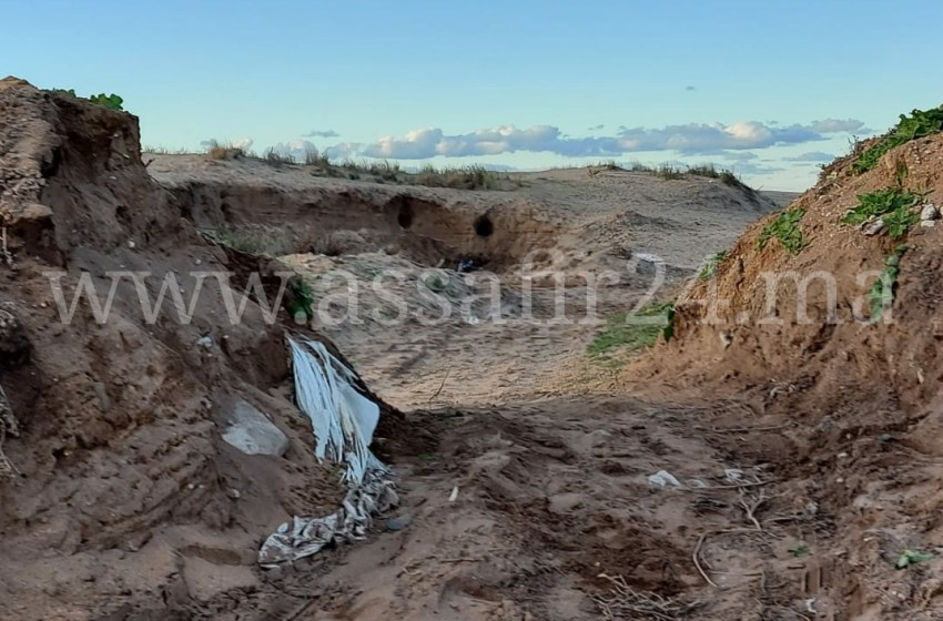 رمال شاطئ سيدي رحال تتعرض للنهب والسلطة والدرك يكتفيان بدور المتفرج (صور)