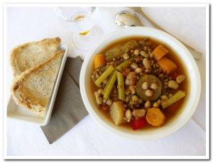 photo soupe de légumineuses et légumes