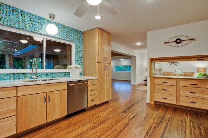 cozinha com piso de bambu