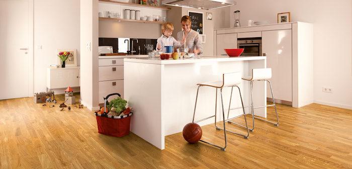 piso de madeira dura cozinha