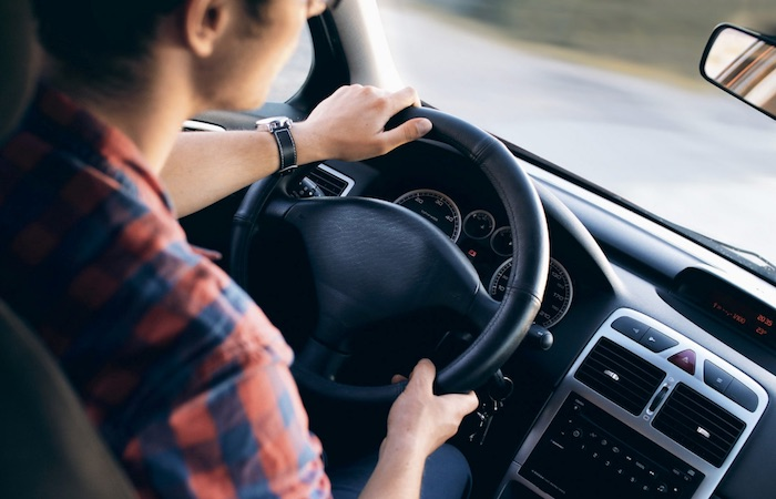 dirigindo carro