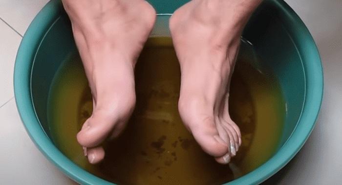pes dentro de agua com vinagre