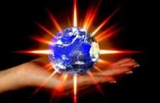 donna-mano-che-regge-uno-esplodere-terra--il-riscaldamento-globale
