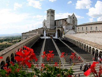 Giubileo, Assisi, Basilica San Francesco apre Porta Santa Misericordia
